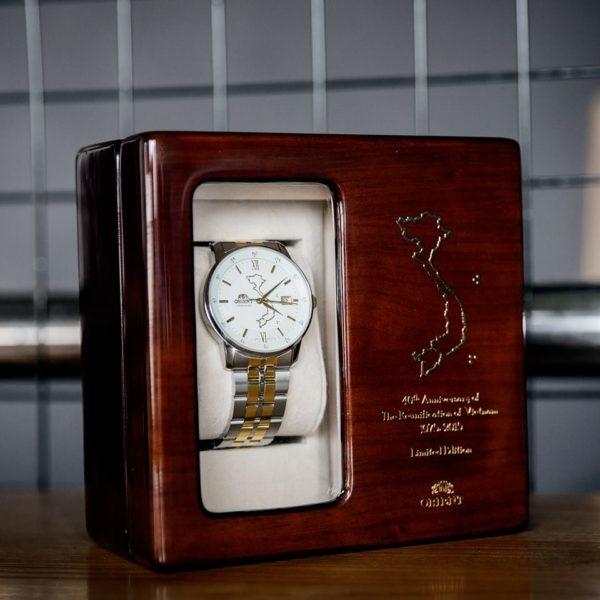 đồng hồ Orient có bản đồ Việt Nam